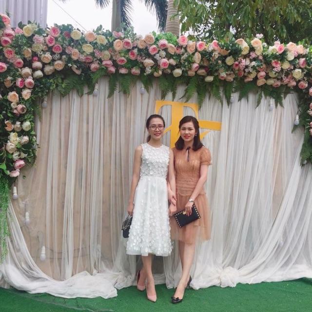 Váy ren cao cấp của Huong Boutique