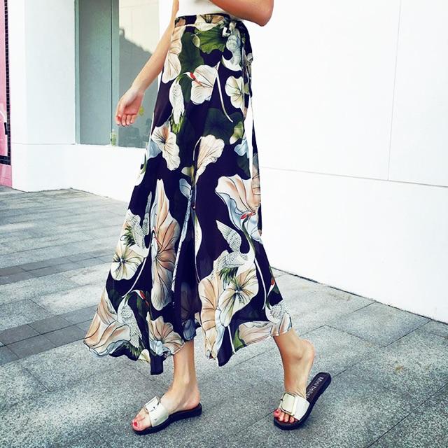 Váy nữ dáng dài, cạp cao, xẻ tà phối họa tiết, kiểu buộc dây