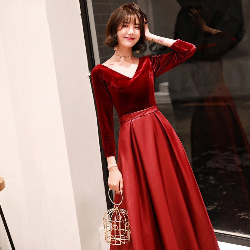 đầm phù dâu màu đỏ rượu sang trọng