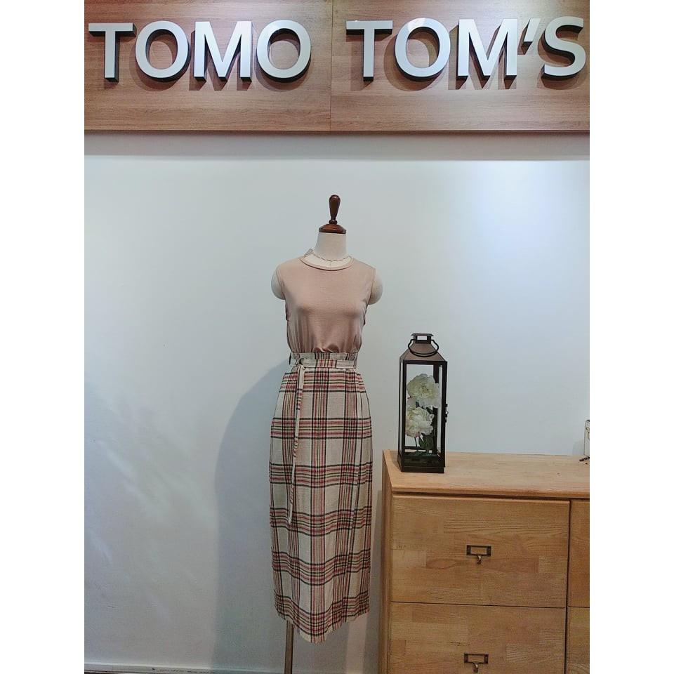 [TOMOTOM'S] Chân váy form dài họa tiết ca rô thiết kế có dây khóa phía trước, lưng thun phía sau, có xẻ tà sau