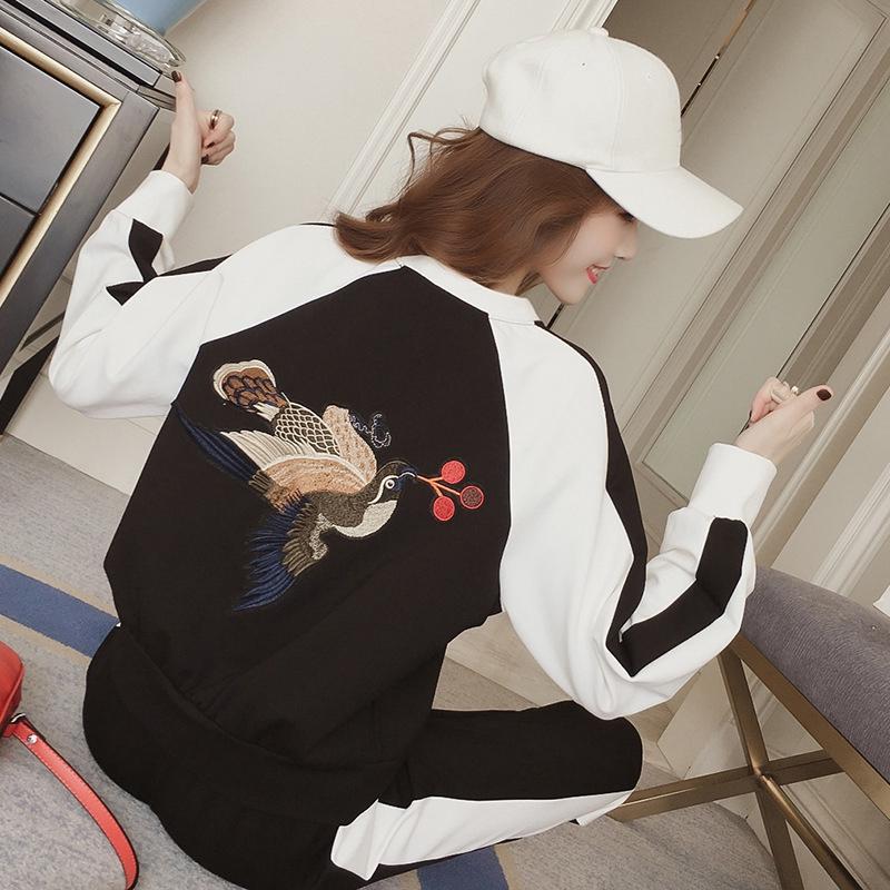 Bộ Áo Thun Dài Tay Thêu Họa Tiết + Chân Váy Xinh Xắn Dành Cho Nữ