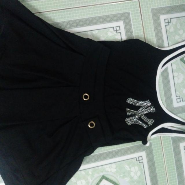 Sét áo dây và chân váy đen