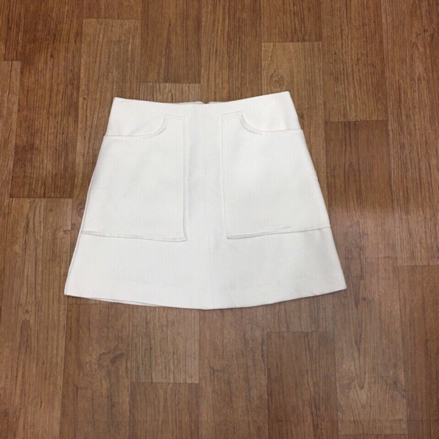 Chân váy trắng F21