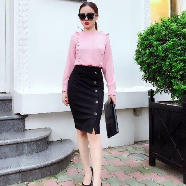 Sét váy công sở sanh chảnh mền mại . Chân váy umi có cuca cách điệu tạo điểm nhân . Áo sơ mi sếp ly điệu đà