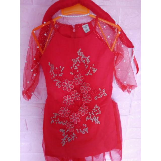 Áo dài cách tân màu đỏ kèm chân váy xoè