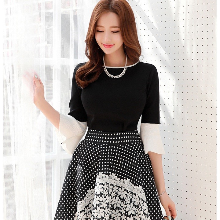 Áo thun nữ tay loe Angle màu đen TAT086A