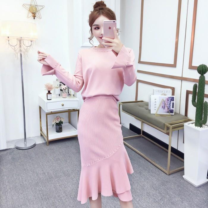 Bộ Áo Sweater Tay Loe Cổ Tròn Đính Hạt + Chân Váy Ôm Dáng Thiết Kế Bất Đối Xứng Sành Điệu