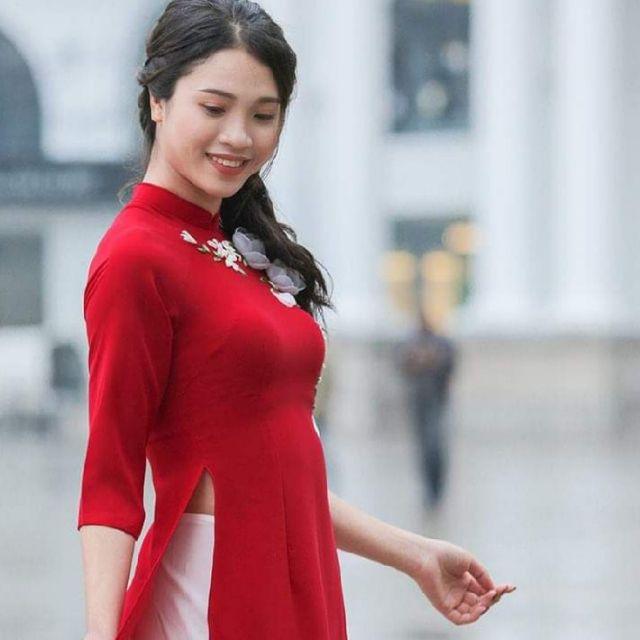 Áo dài cách tân tơ đỏ kết hoa ruy băng ngoại cỡ ( kèm video)