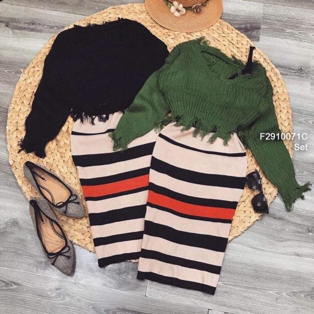 Set hai món đầm và áo len tua rua
