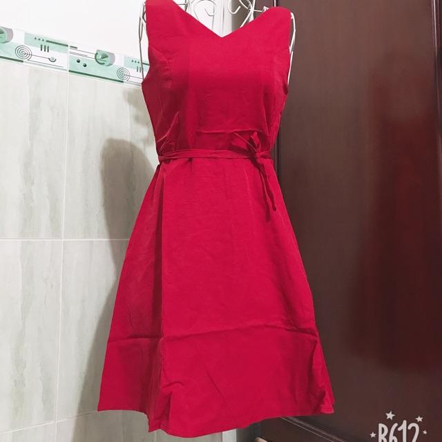 Váy đầm có kèm dây eo