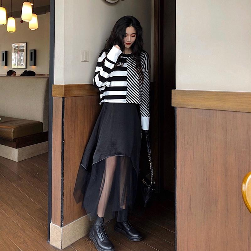Bộ Áo Kẻ Sọc + Chân Váy Phối Vải Lưới Nữ Tính Hợp Thời Trang