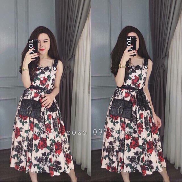 váy hoa xoè vai bản to
