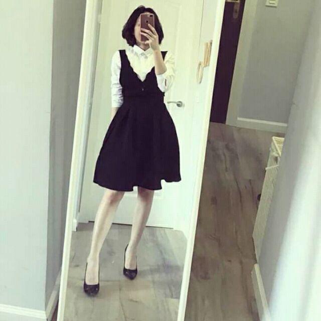 Yếm váy đen của mango auth đẹp lắm ạ. Size xs nha. Còn rất mới luôn vì mặc mới 1 lân. Cần thay đổi đồ nên pass nhé. 350k