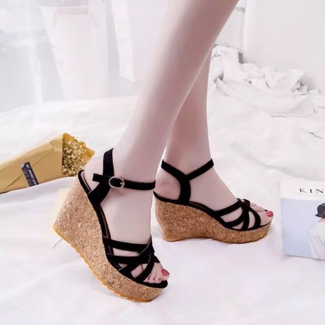 Sandal đế xuồng nẹp chéo cao 11 phân