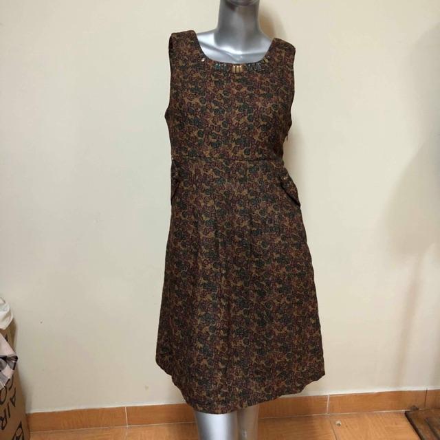 Đầm nâu kiểu hoạ tiết