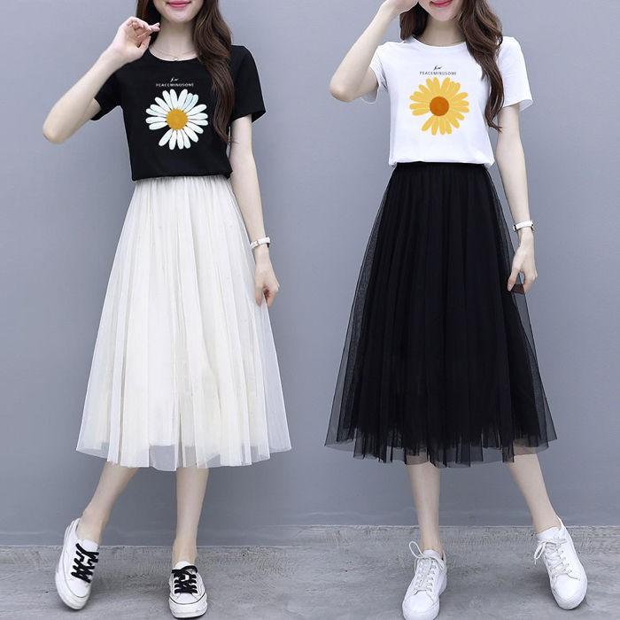 Bộ Áo Thun Ngắn Tay In Hình Hoa Cúc + Chân Váy Thời Trang 2020