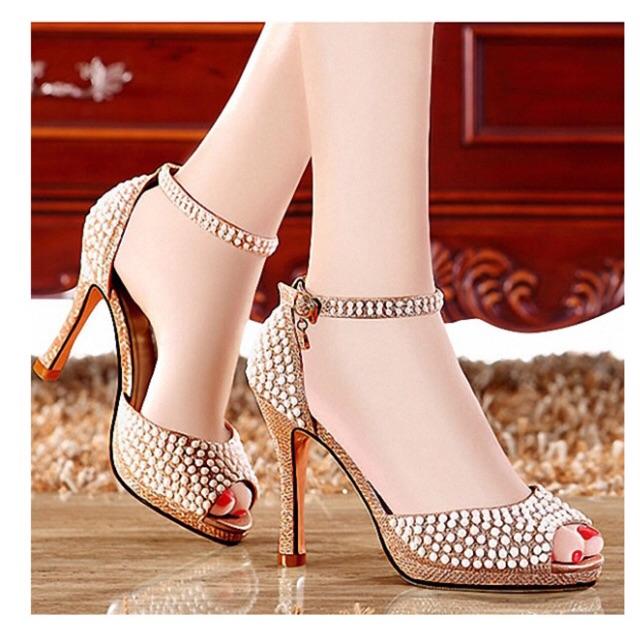 Giày cao gót hở mũi đính hạt 8 phân kim tuyến