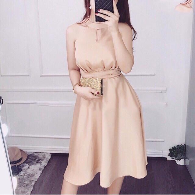 Đầm xoè cổ yếm cột eo vàng kim