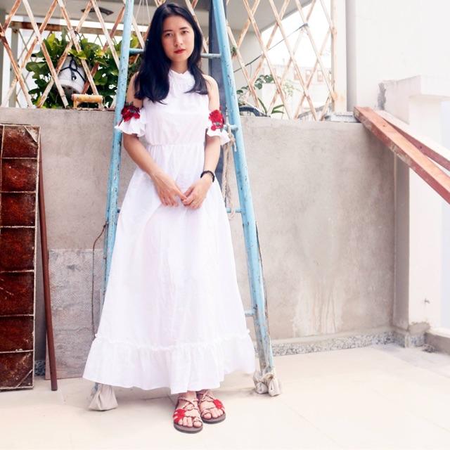 đầm trắng tay hoa