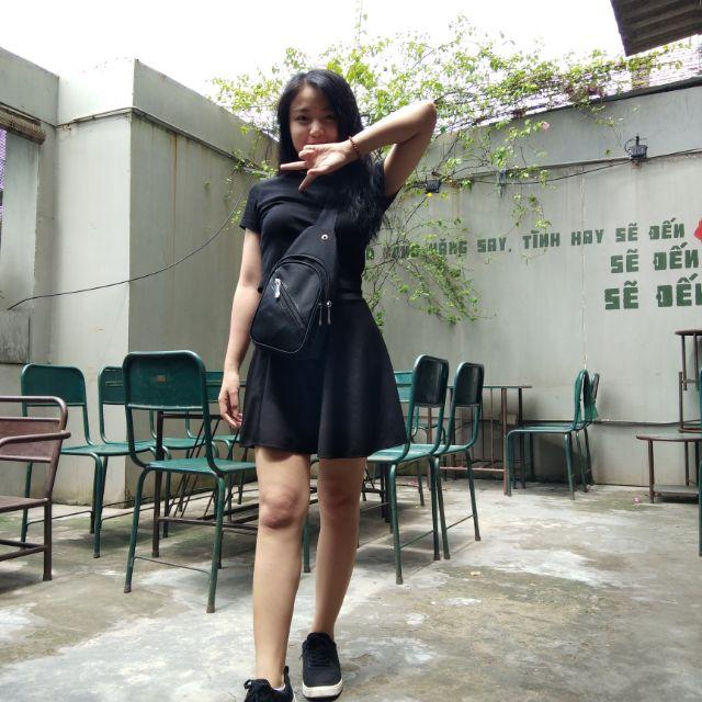 Chân váy đen ngắn dễ phối đồ