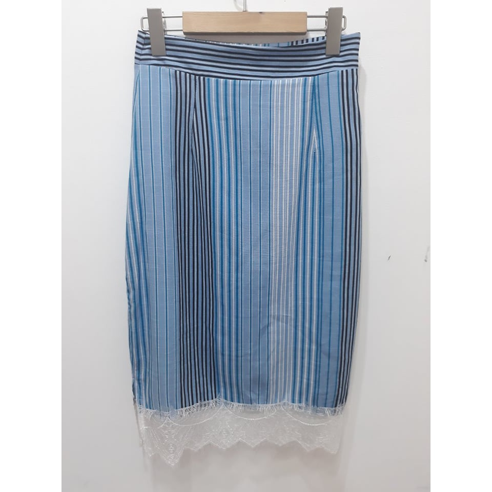 [TOMOTOM'S] Chân váy suông form dài sọc dọc có viền ren dưới chân váy