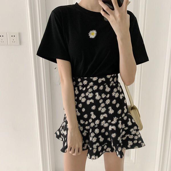 Set Áo Thun Ngắn Tay + Chân Váy Hoa Cúc Xinh Xắn Cho Nữ