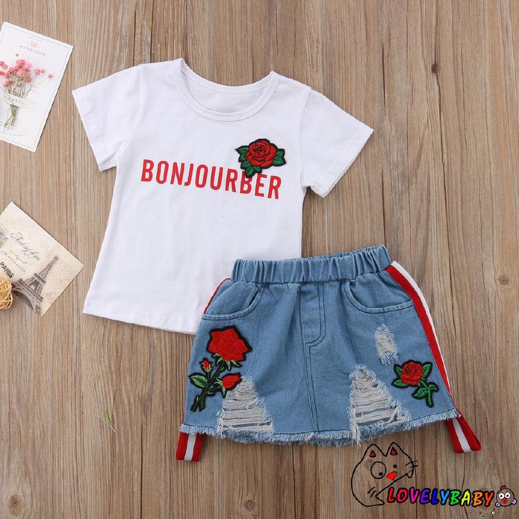 Set áo thun tay ngắn + chân váy denim hoạ tiết hoa cho bé