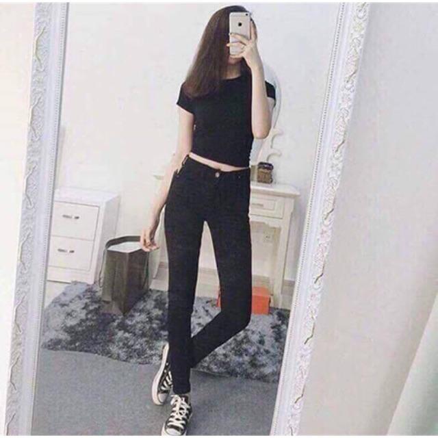 Quần jeans đen .