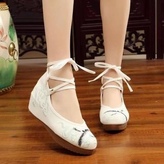 Giày vải thêu đế xuồng 5cm màu trắng thumbnail