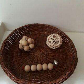 Giáo cụ Montessori # Giáo cụ cầm nắm cho bé 2-6 tháng # xúc xắc hạt có chuông # cầu mây # xúc xắc 12 hạt.