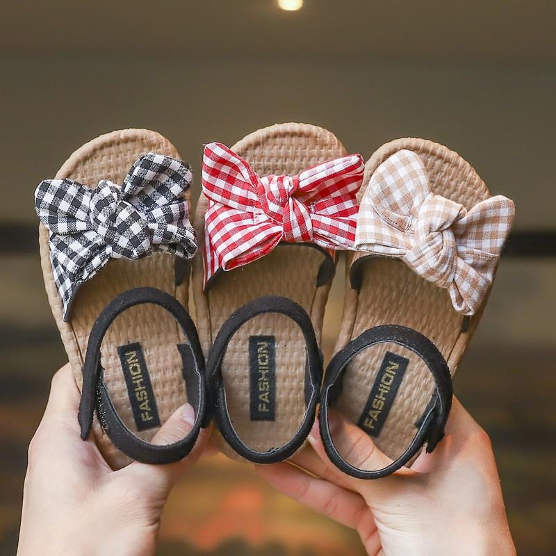 Sandal cho bé gái quai