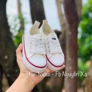 Giày thể thao cho bé