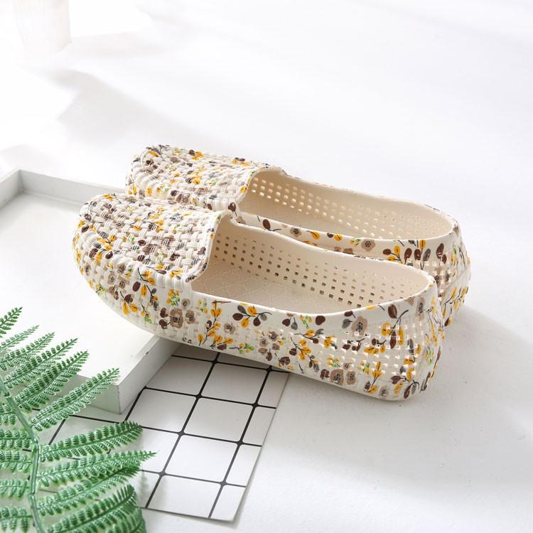 Giày nhựa đi mưa, đi biển - Chất liệu siêu nhẹ - họa tiết hoa -có 3 màu