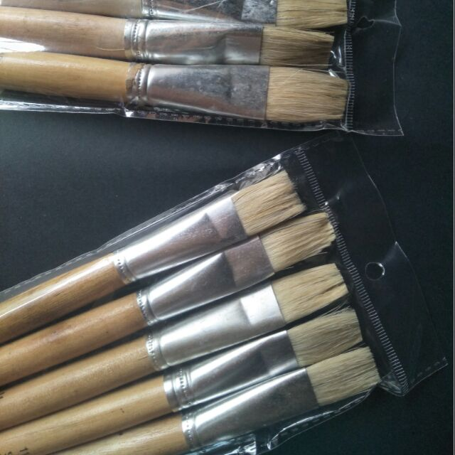 Một chiếc cọ vẽ, bút lông vẽ sơn dầu, sơn tường số 11, 12