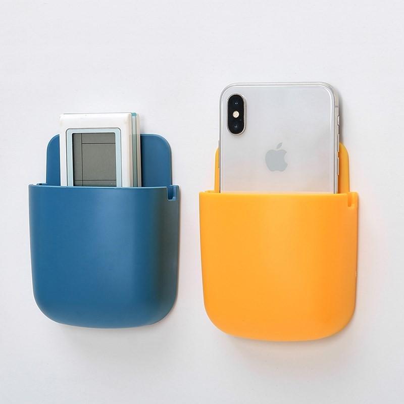 Kệ ốp tường để điều khiển, điện thoại và các vận dụng vô cùng tiện dụng