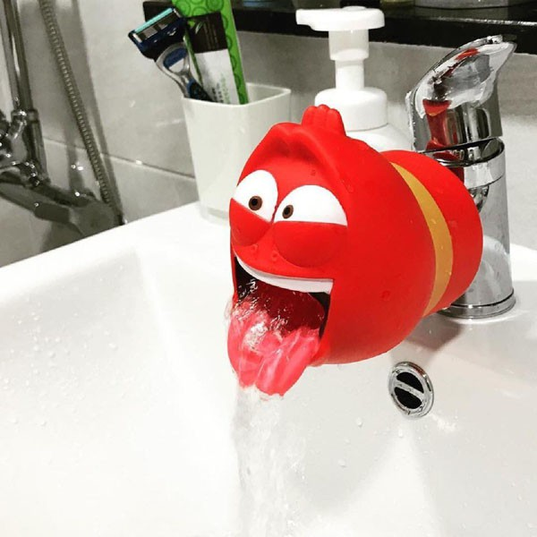 Vòi nước rửa tay sâu larva