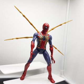 Marvel Infinity war spiderman bẻ khớp