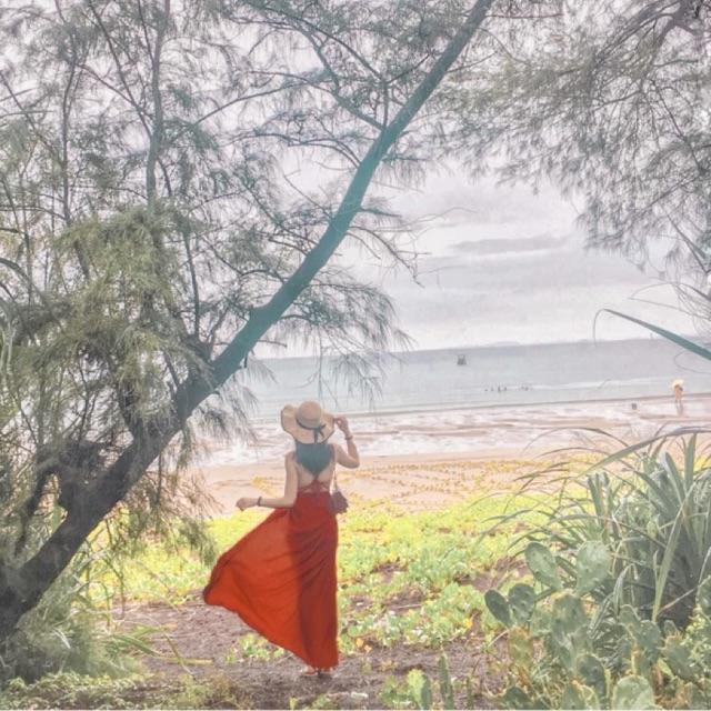 Váy Maxi đỏ dạo biển