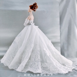 Đầm cưới búp bê màu trắng kết ren