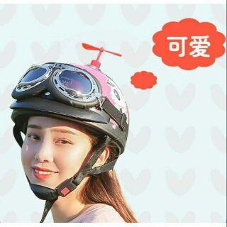Chong chóng doremon gắn nón bảo hiểm siêu cute
