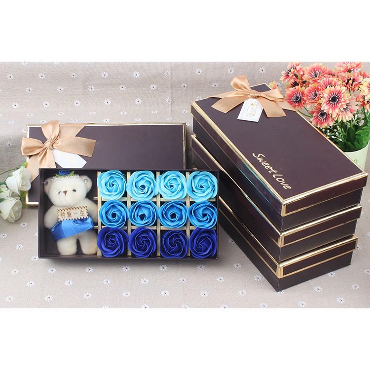 Hộp quà 12 bông Hoa hồng sáp thơm và gấu bông