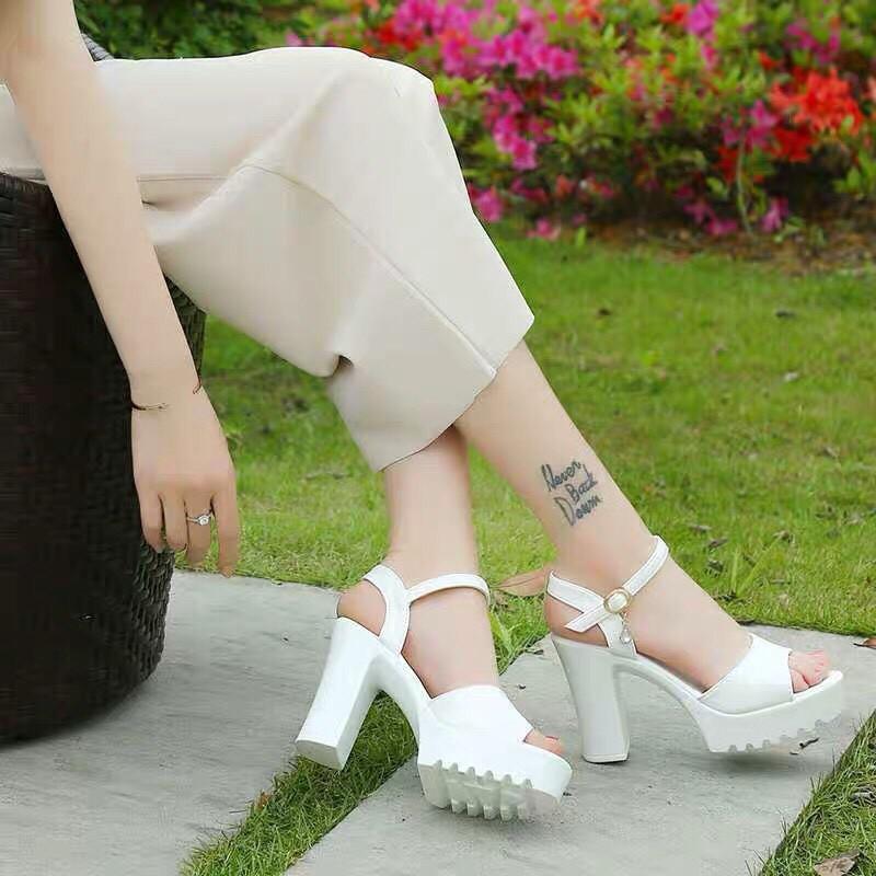 [Mã WSTOPT9 hoàn 30K xu đơn từ 150K] Sandal gót to 9p có 2 màu đen và trắng