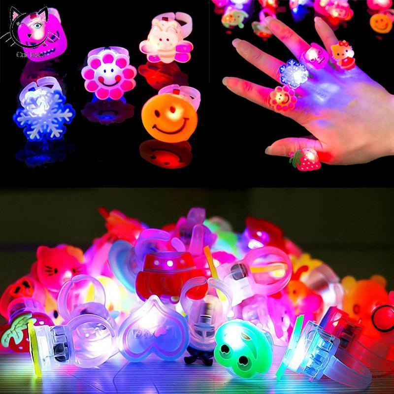 Nhẫn đồ chơi có đèn LED thú vị cho bé