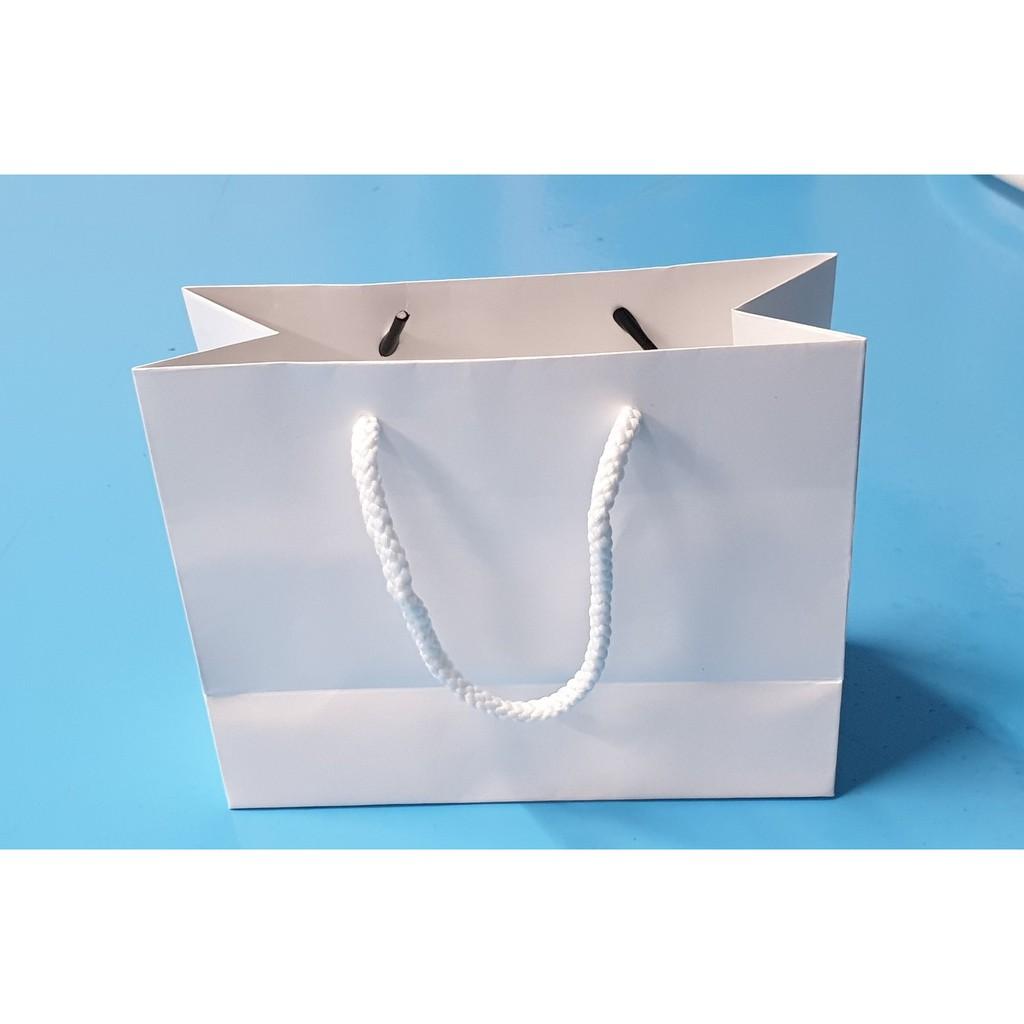 Túi giấy đựng mỹ phẩm KT02 (14x18x8 cm)