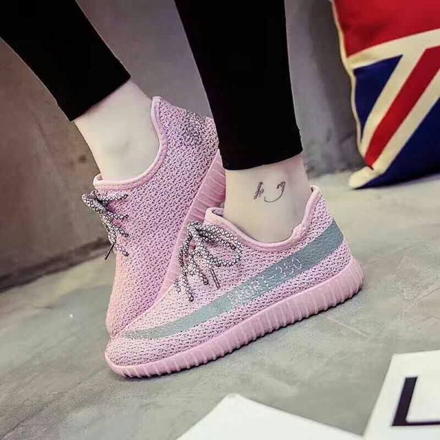 Giày sneaker nữ Adidas Yeezy hồng - 2624833 , 280371689 , 322_280371689 , 298000 , Giay-sneaker-nu-Adidas-Yeezy-hong-322_280371689 , shopee.vn , Giày sneaker nữ Adidas Yeezy hồng