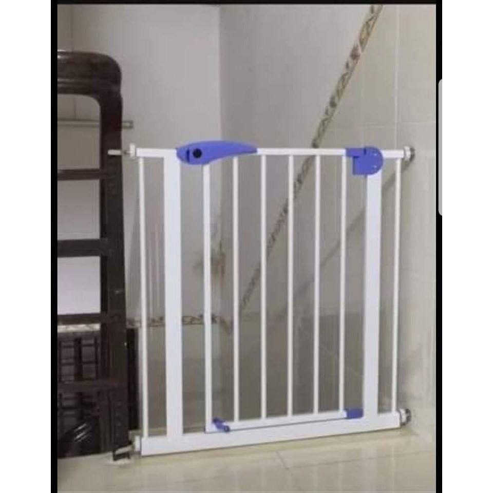 Thanh chắn cầu thang chắn cửa không cần khoan vít