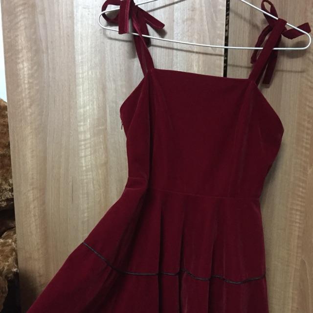 5617663213 - Váy đầm yếm nhung hai dây cột nơ màu đỏ rượu