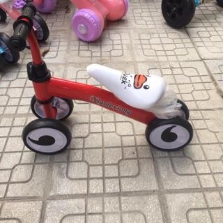 Xe thăng bằng 4 bánh cho bé vận động phát triển