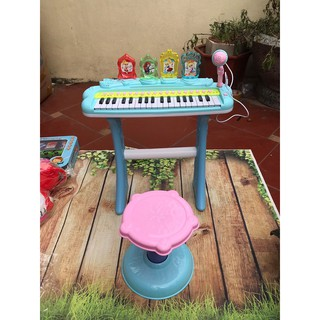 Đàn Piano kèm ghế cho bé tập đàn hát.