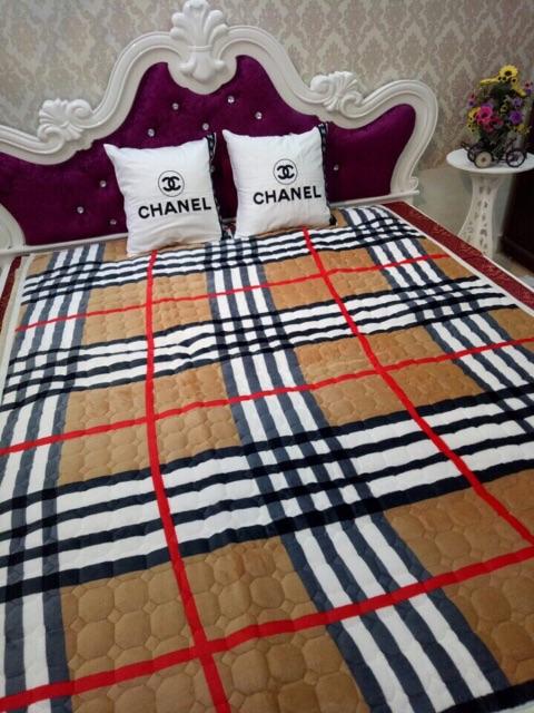 Thảm trải giường và sàn nhà đa năng